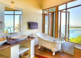 Pumulani Lodge Bathroom